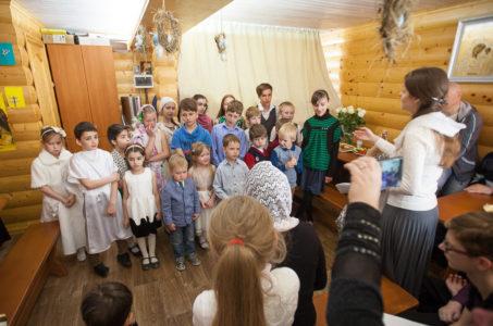 Воскресный пасхальный концерт детей воскресной школы «Лучики» (15 апреля 2018 года)